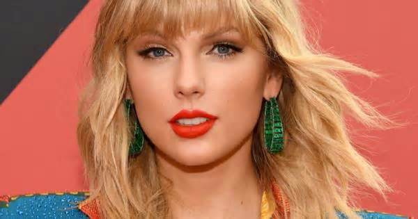 Taylor Swift Sent A Hand-Embroidered Blanket To Katy Perry's Daughter, Daisy