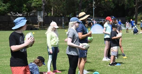 Vision Impaired Students Try Rugby League