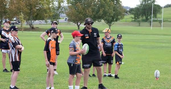 Wests Tigers thank Junior League Development Officers